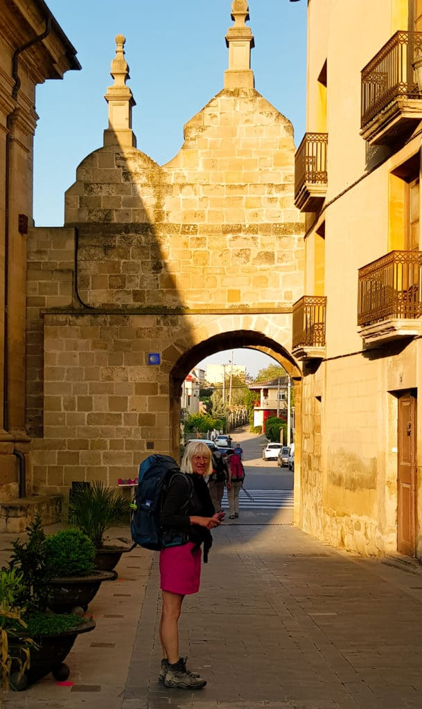 Sochtend Los Arcos verlaten - Camino Frances - HappyHikers