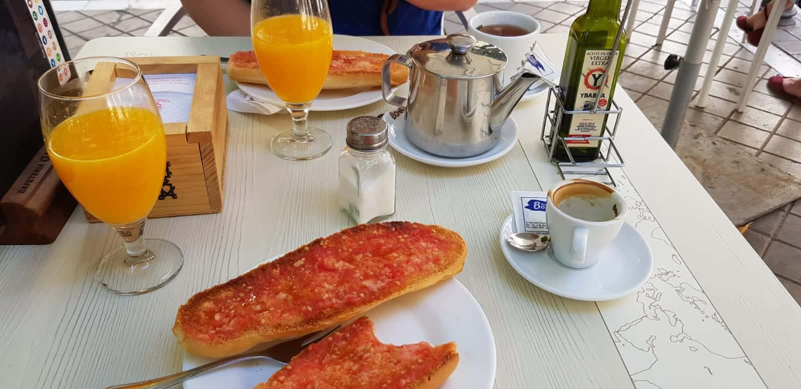 Ontbijt Granada - HappyHikers