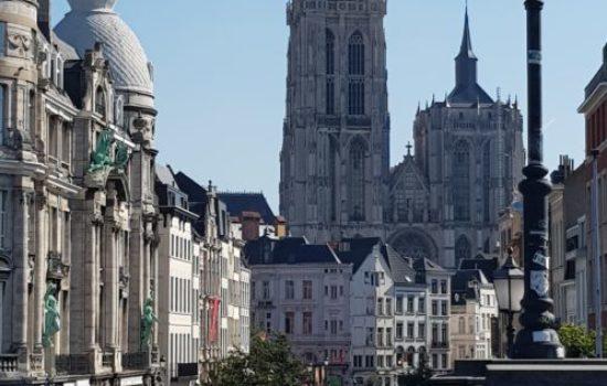 Stadgezicht Antwerpen vanaf de Schelde - HappyHikers
