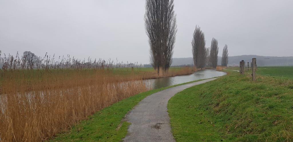 HappyHikers Rhenen naar Ede dwars over de Grebbeberg - Wandelen langd de Grift