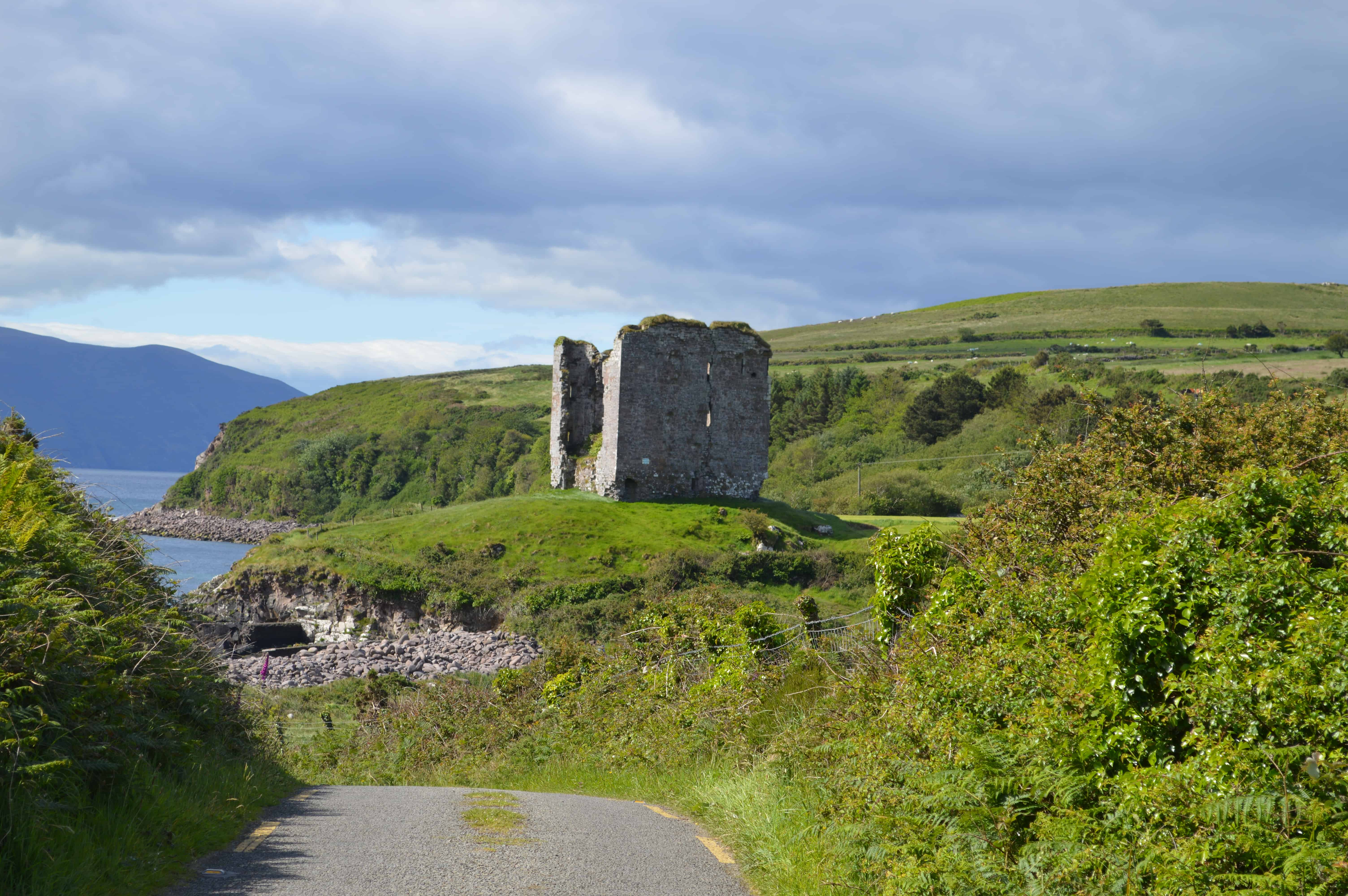 Minard Castle - Dingleway - Happyhikers