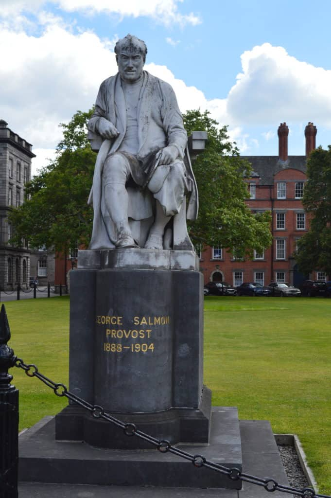 HappyHikers - Standbeeld Trinity College