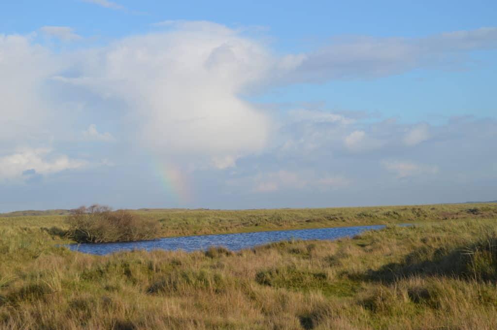 Regenboog-Ameland-Roosduinen-en-Landweerdijk-HappyHikers
