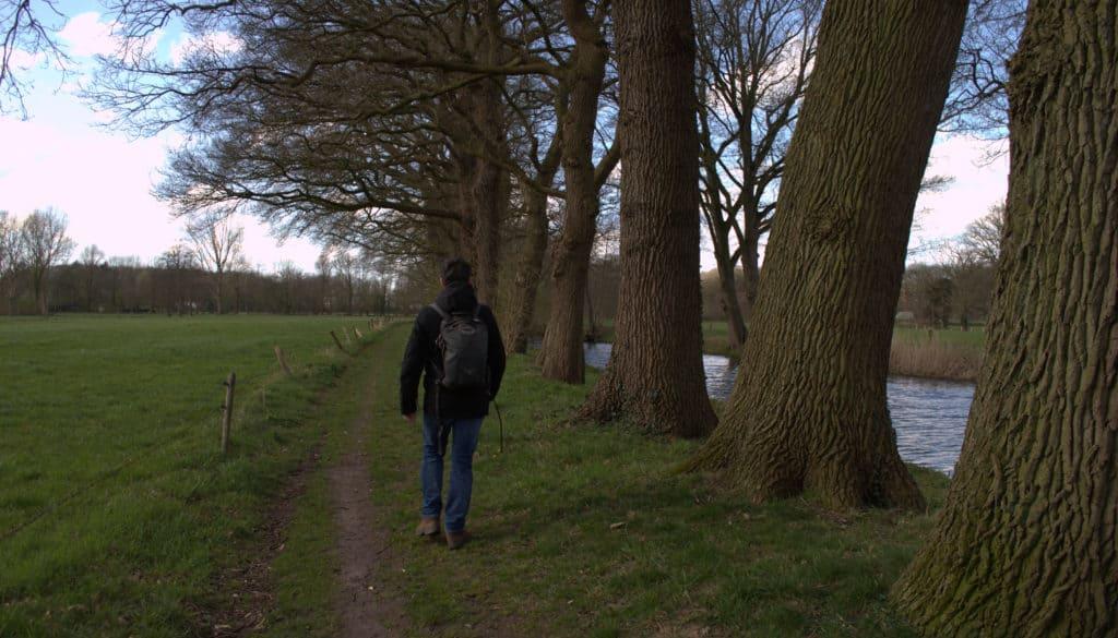 Wandelen-langs-weilanden-en-een-beek-bij-Wenum-Kopermolenpad-HappyHikers