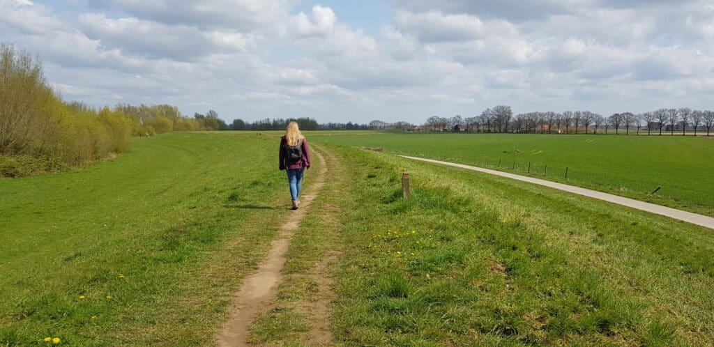HappyHikers.nl - Hanzestedenpad etappe 1 - Doesburg naar Brummen - Over de dijk
